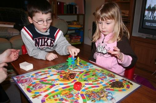 Famly playing Candy Land